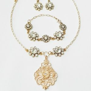 Gold Filigree Floral necklace and jewelry set